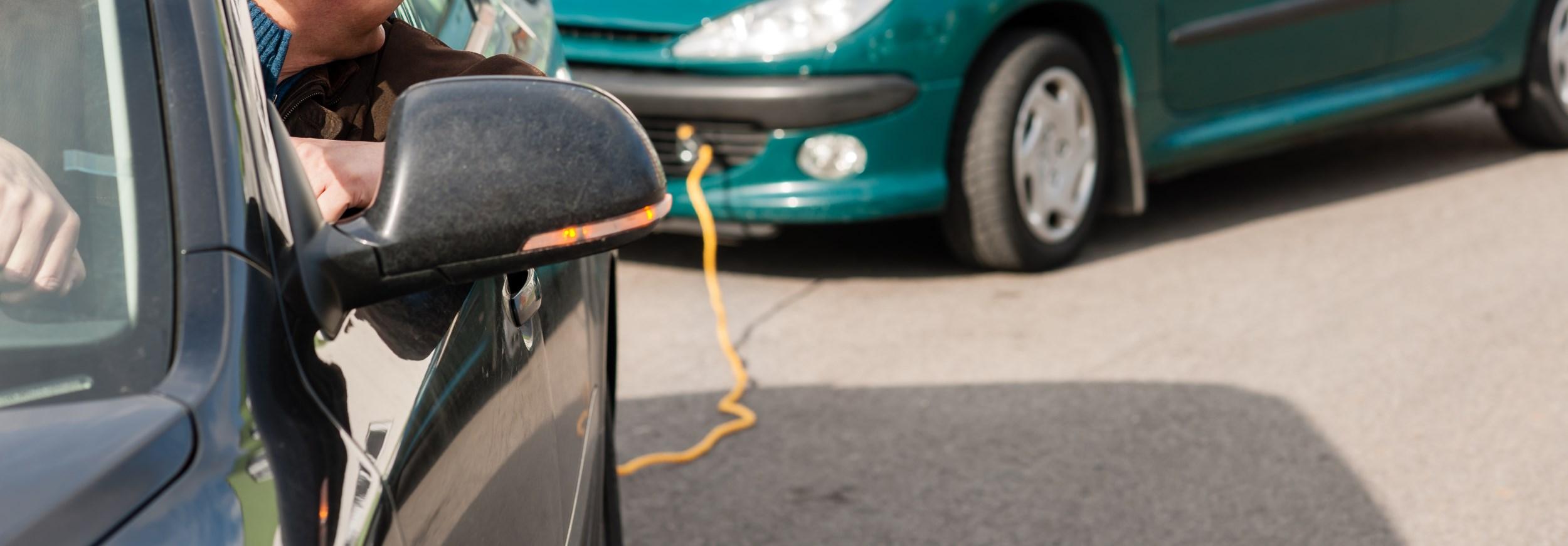 Буксировочный трос и буксировка автомобиля
